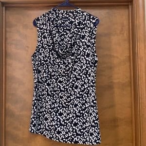 Chaus black and white sleeveless blouse